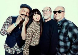 Pixies estrenan su nuevo single Catfish Kate